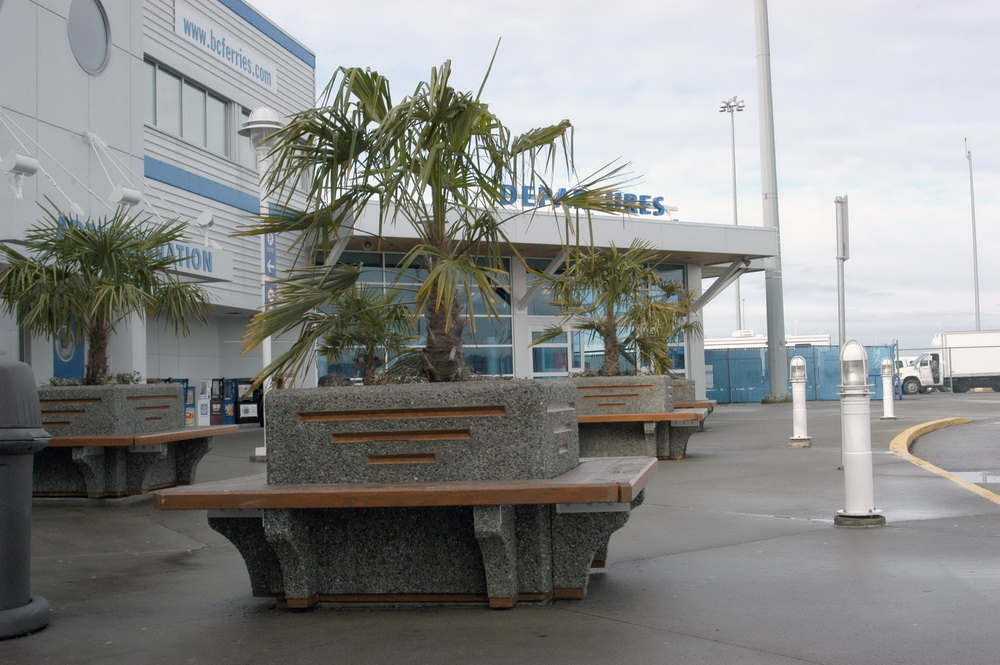 Square Planter W Seating Exposed Aggregate Planter